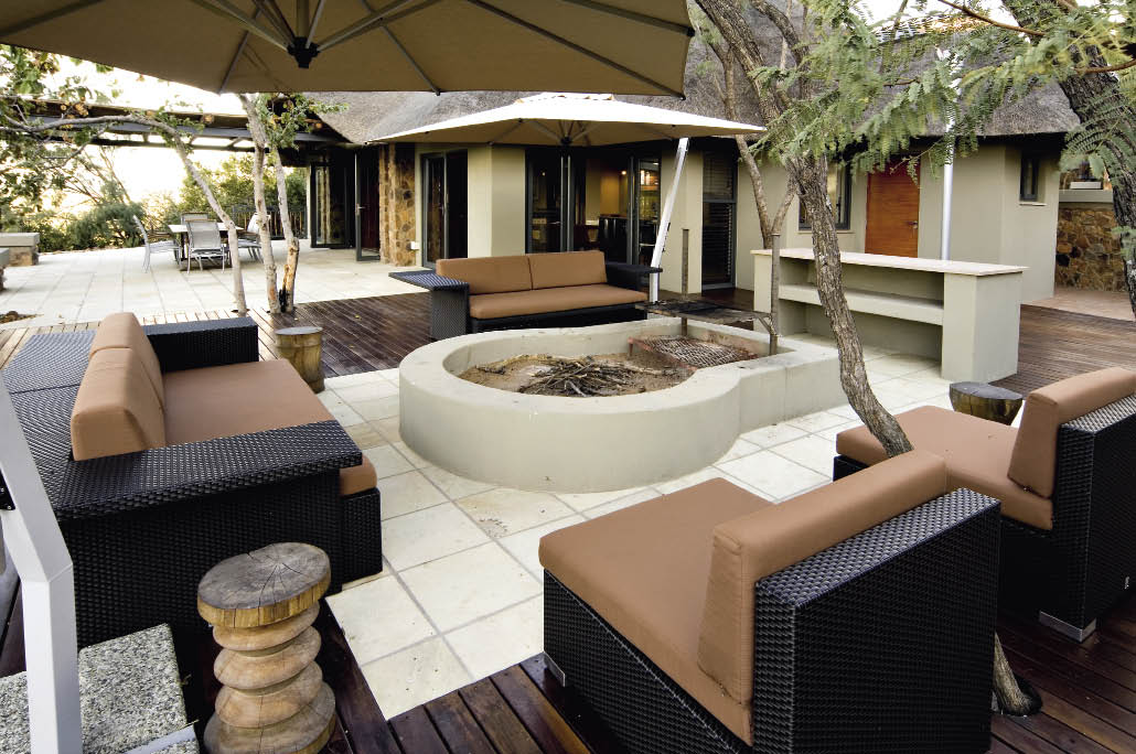 SCHNITTER AND COMPANY ARCHITECTS (083 290 6097)Schnitter and Company Architects oversaw the entire project of this holiday home. The interiors were meticulously chosen to bring a contemporary, but natural, feel. Perfectly complementing the bushveld setting, warm earthy tones and colours were used throughout the house, with touches of textures and splashes of bright colours added to enhance each room.