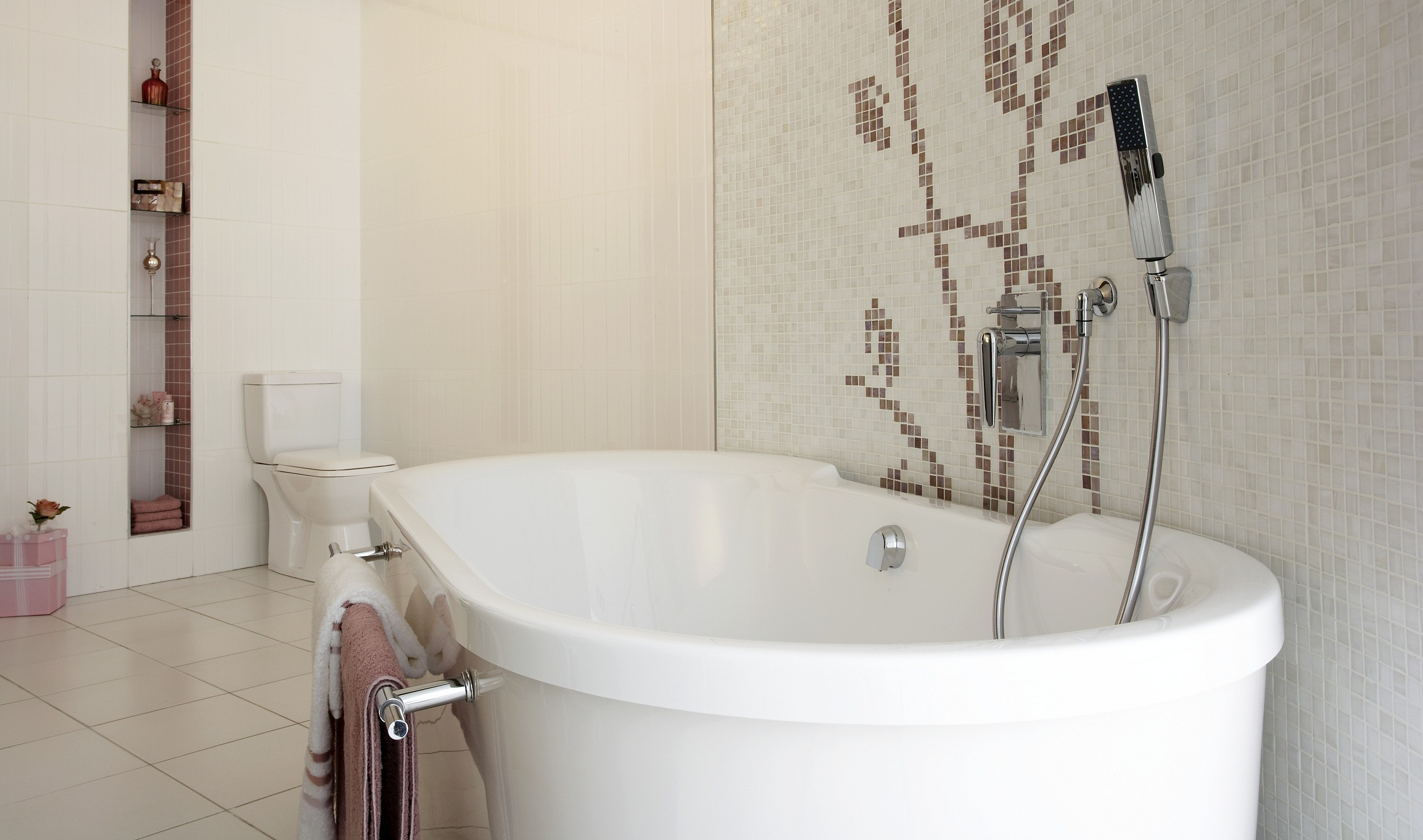 Top bathroom trends for 2012 for Bathtub trends