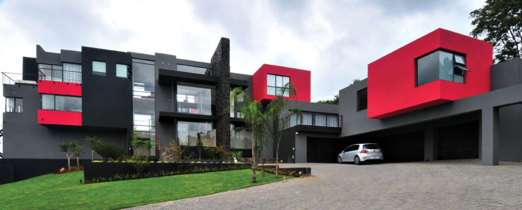 Colour blocking can be seen in the exteriors of homes as well, as can be seen in this design by local architectural firm, Nico van der Meulen Architects. Image: www.nicovdmeulen.com
