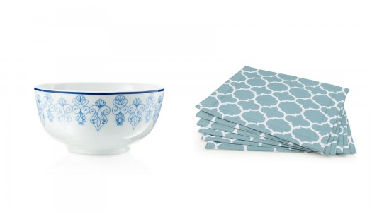 Decorate your table in blue and white