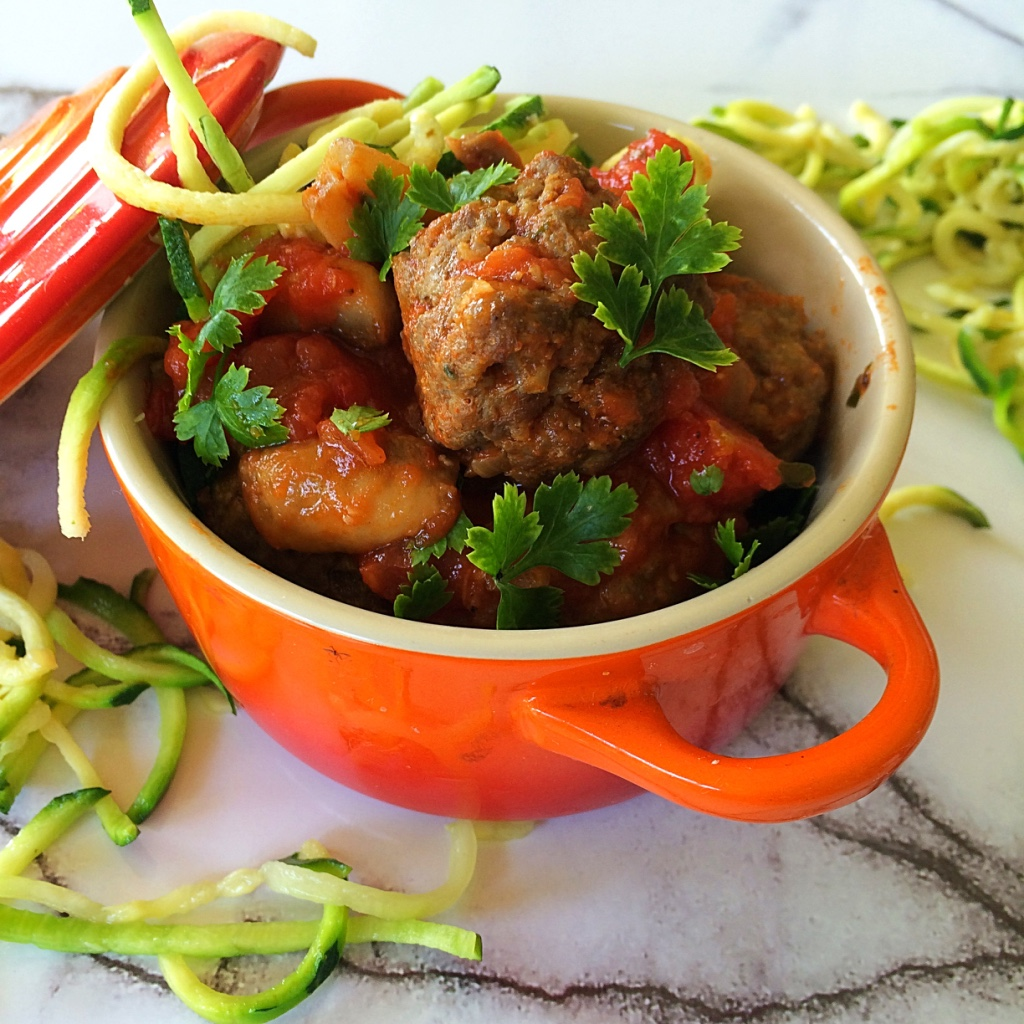 Zucchini noodles with meatballs for Zucchini noodles and meatballs recipe